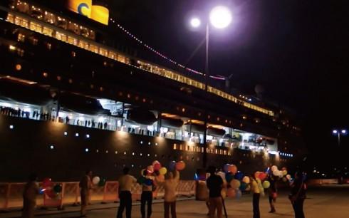 豪華客船出港