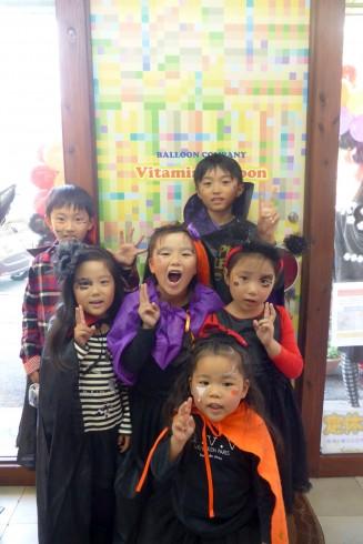 ハロウィンに仮装の子供たち