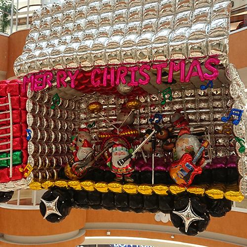 クリスマストラックの荷台オープン(イオンモール鹿児島)