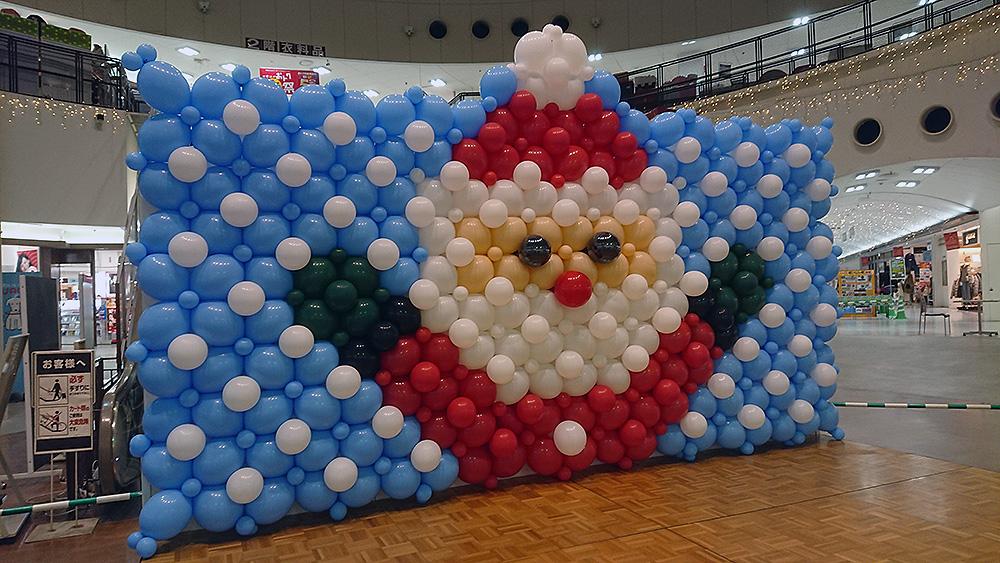 クリスマスのサンタバルーンウォール